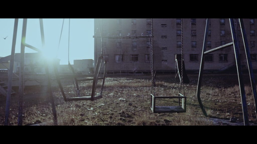 Pyramiden - Empty Swing Set